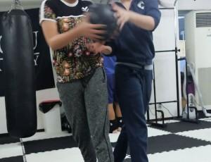 RAOUキックボクシング式キャピキャピダイエット。ウエスト引き締め効果バツグン!