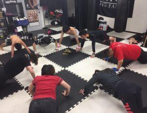RAOU JAPAN キックボクシングジム薬院店はみんなで筋トレ祭りだぁ〜♡